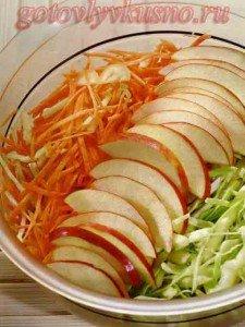 Простой овощной салат с яблоком