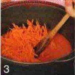 пассируем морковь с томатом