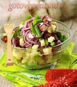 салат с яблоками и сосисками