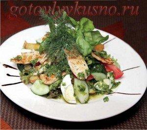 Салат с жареным куриным филе