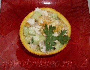 Куриный салат в апельсине