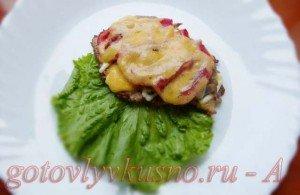 французское готовое мясо выложим на тарелку