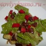Салат с куриным сердцем под медово-соевым соусом