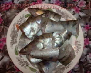 делим рыбу на части