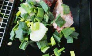 запекаем овощи для бульона