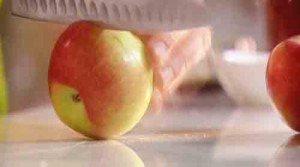 надрезаем яблоки