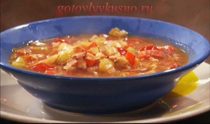 суп с беконом и куриной грудкой