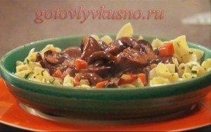 овощное рагу с грибами и яичной лапшой