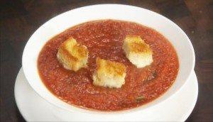 итальянский томатный суп пюре с базиликом