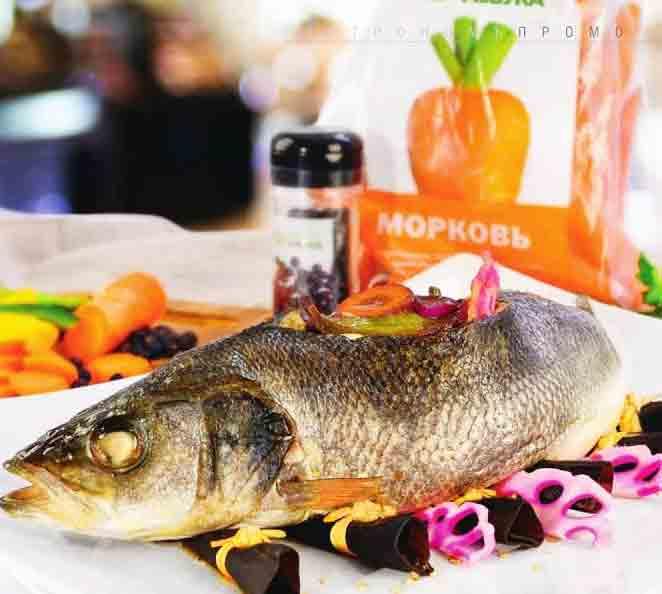сибас фаршированный овощами