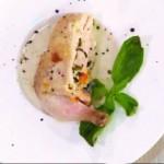 Запеченный цыпленок в духовке и фаршированный муссом из индейки