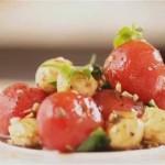Салат из рассольной моцареллы с помидорами черри