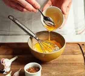 Добавляем мед, горчицу
