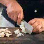 режем лук в соус
