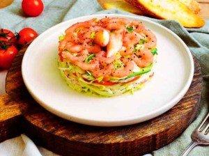 салат с крабом и креветками