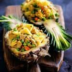 Жареный рис со свининой в анасе