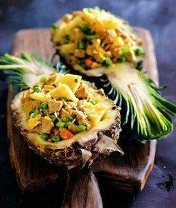 рис жареный со свининой и ананасом