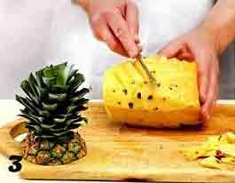 вырезаем глазки у фрукта