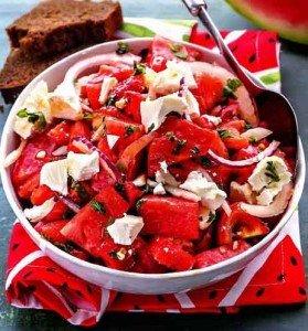 Салат с арбузом, сыром фета и печеными перцами
