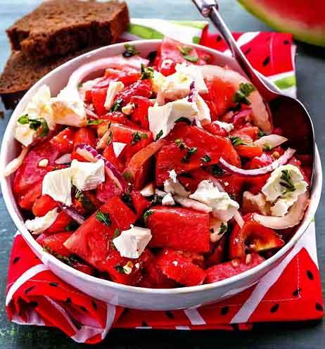 салат с арбузом, фетой и печеным перцем