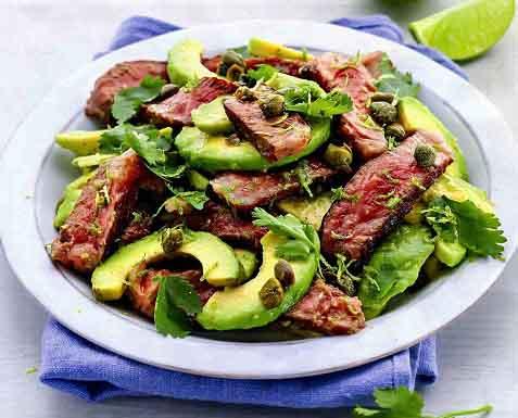 салат с вырезкой говядины и авокадо