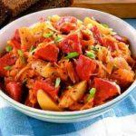 Селянка  с овощами и колбасой на сковороде