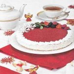 Торт с печеньем савоярди «Красное на белом»