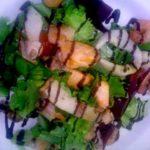 Простой и вкусный салат из морепродуктов в масле
